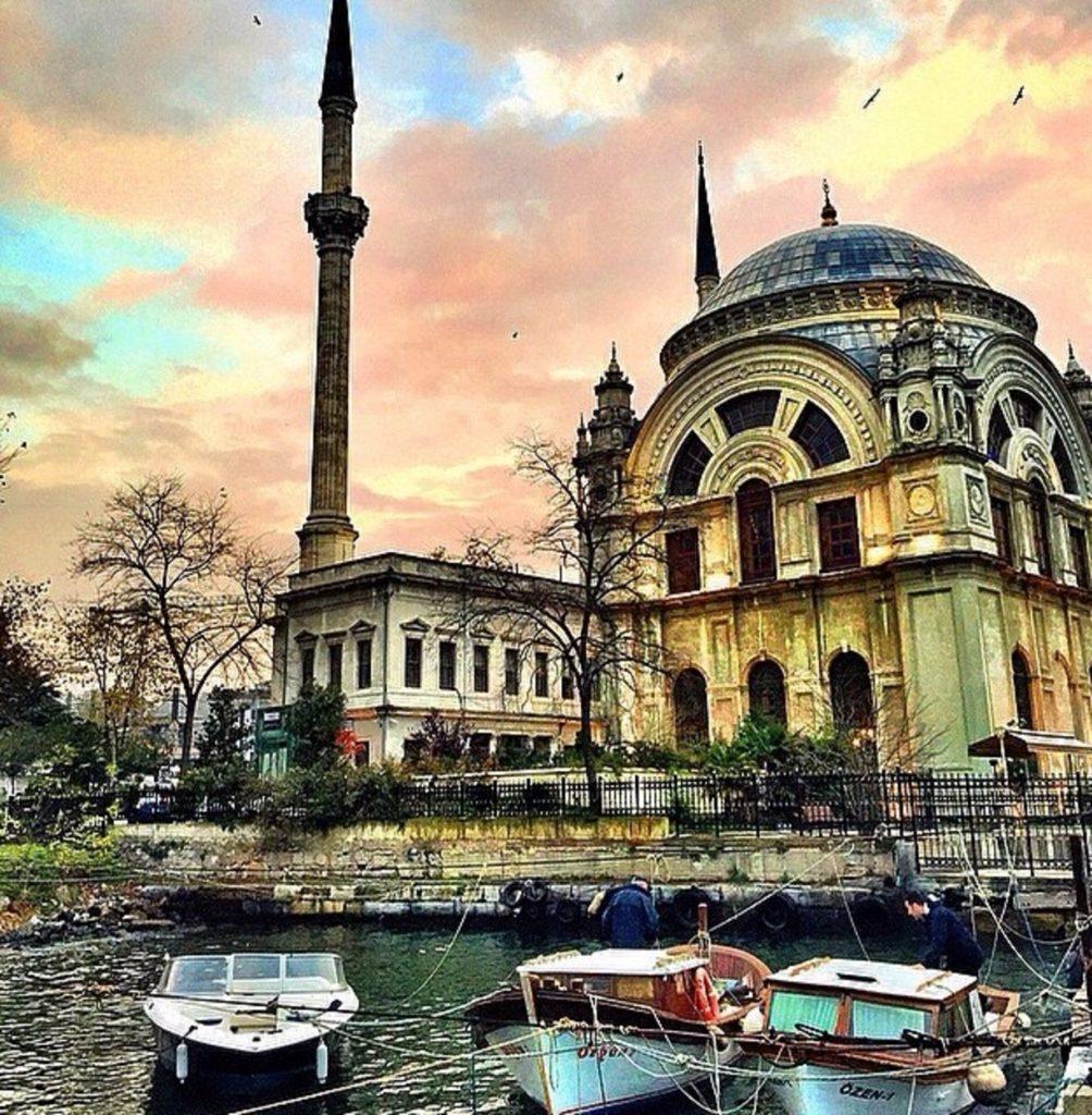 Istanbul pic via Trover.com.