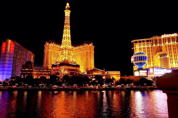 Vegas pic via Trover.com.