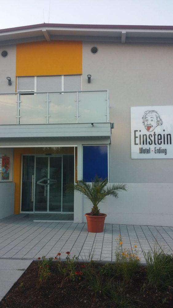 Motel Einstein